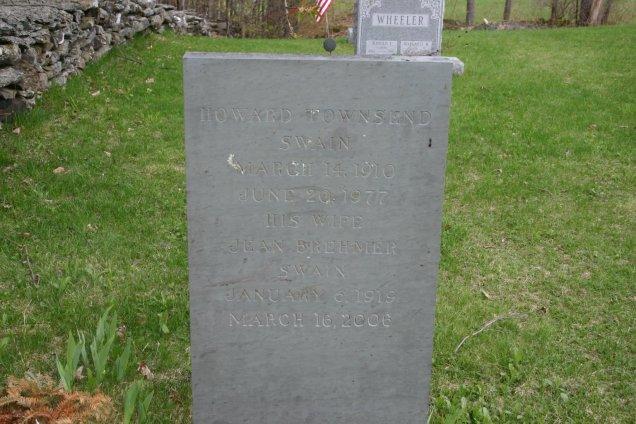 Howard T Swain Jr and Jean Brehmer Swain headstone