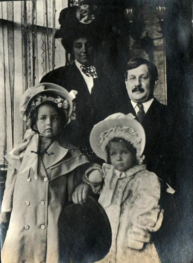 Dr. Howard Swain and family ca. 1908 (L-R- Helen, Harriet, Margaret & Howard)